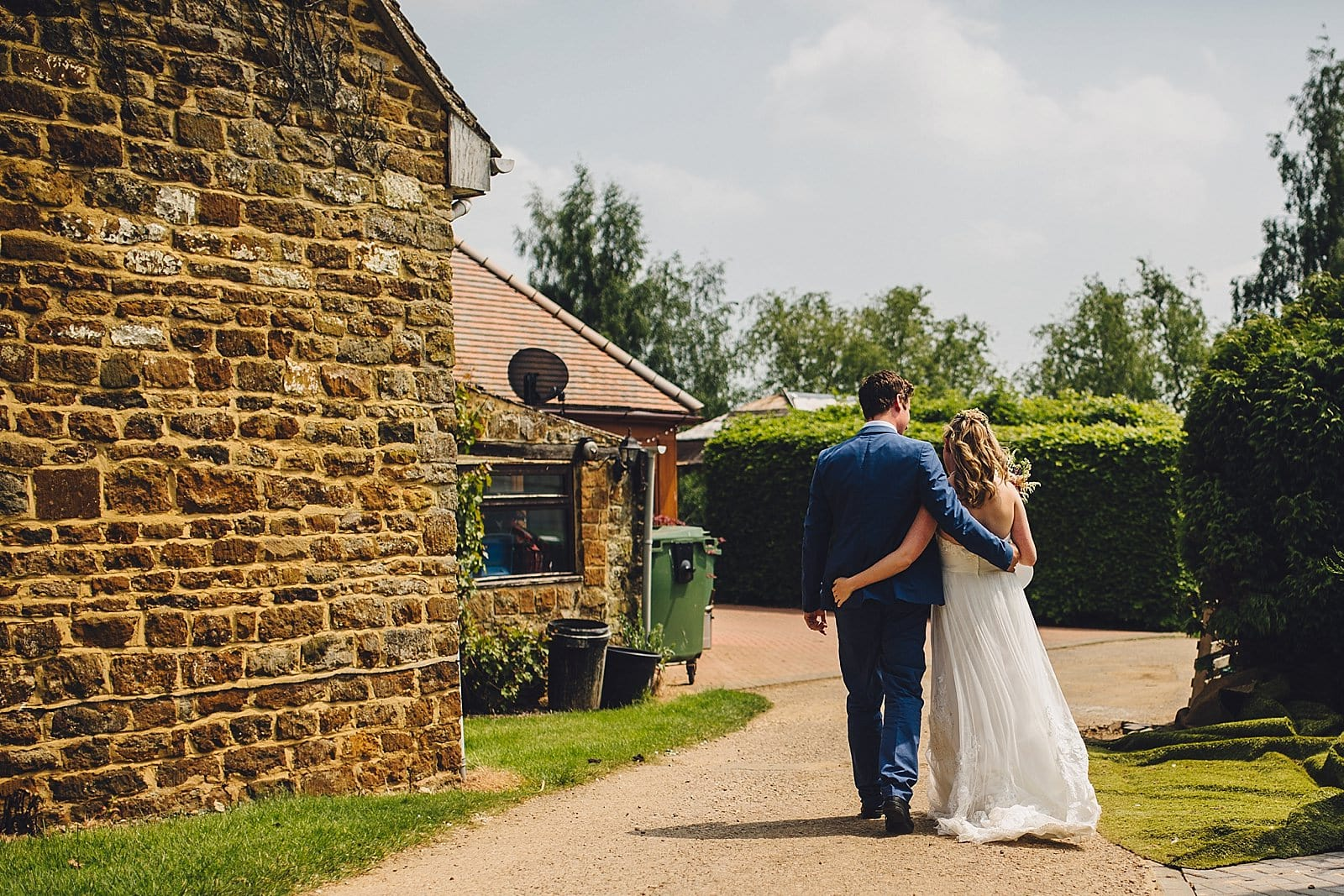dovecote-barn-wedding-photography-adderbury_0025