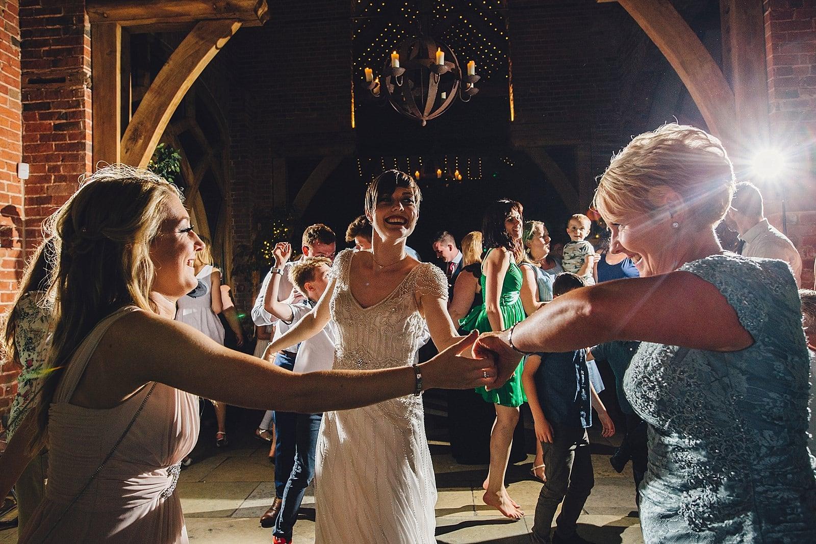 shustoke-barn-wedding-photography_0084