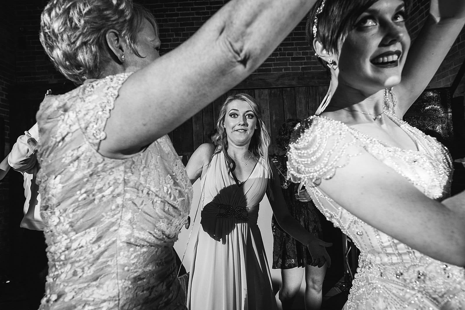 shustoke-barn-wedding-photography_0085