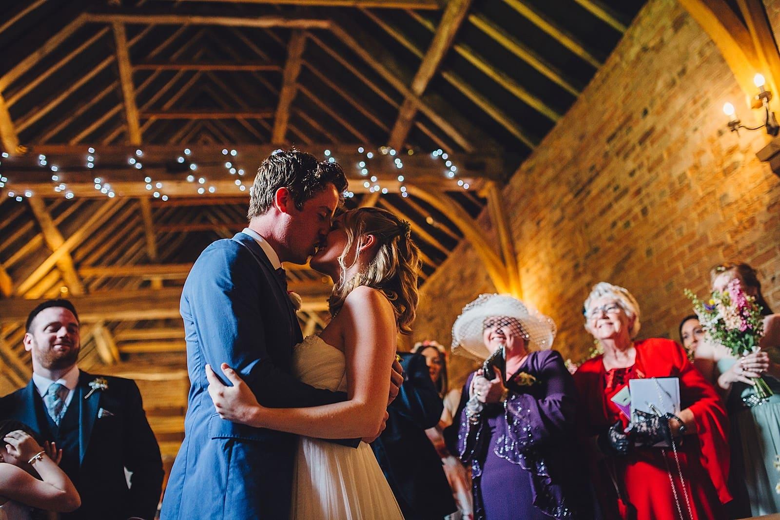 dovecote-barn-wedding-photography-adderbury_0022