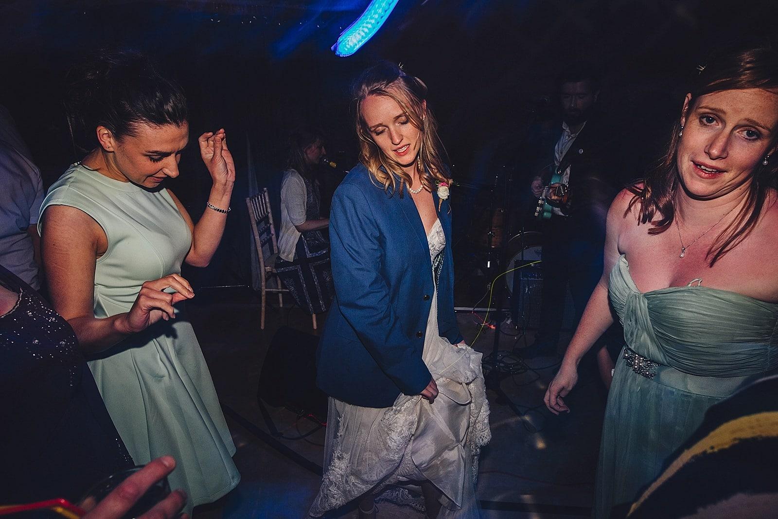 dovecote-barn-wedding-photography-adderbury_0084