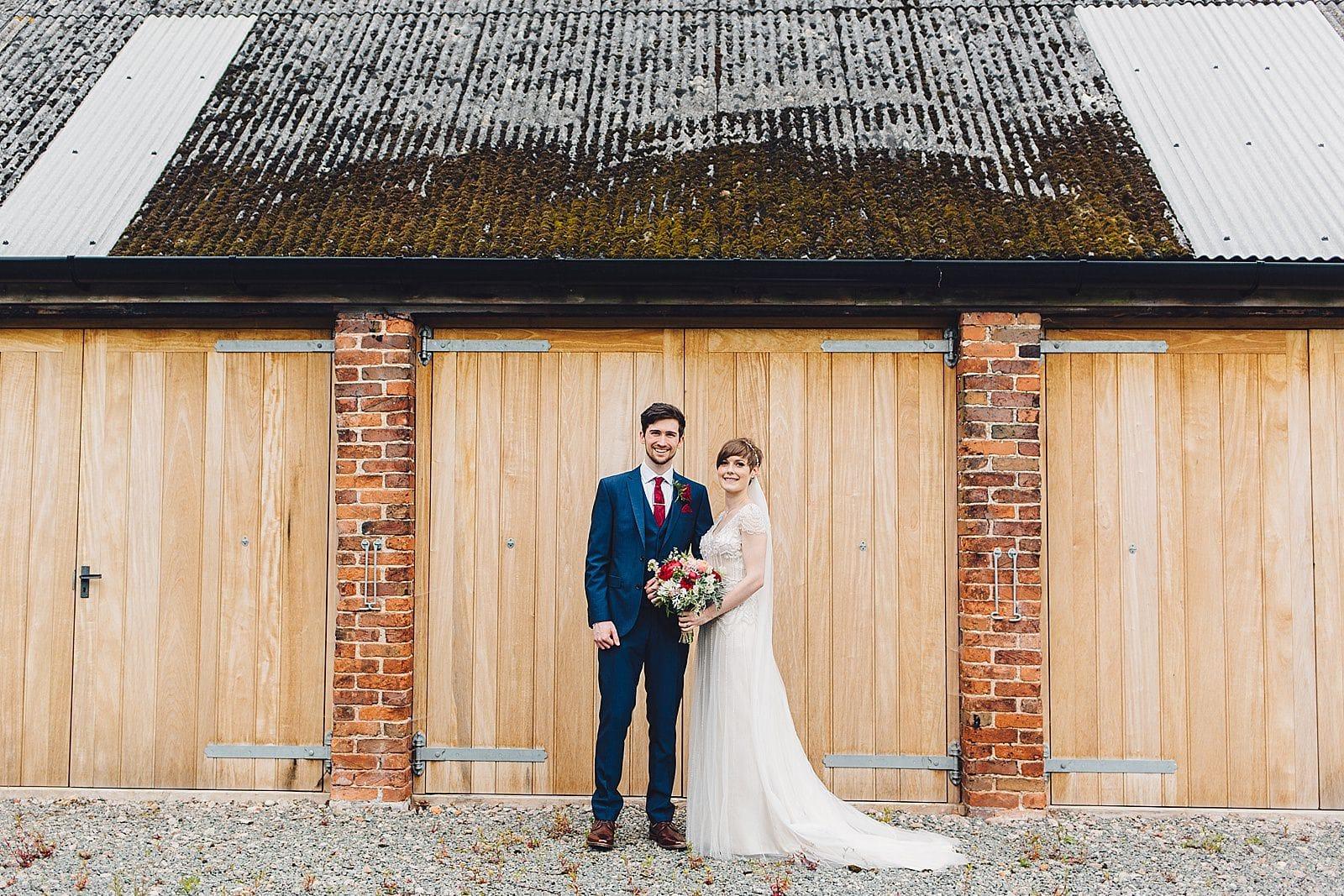 shustoke-barn-wedding-photography_0043
