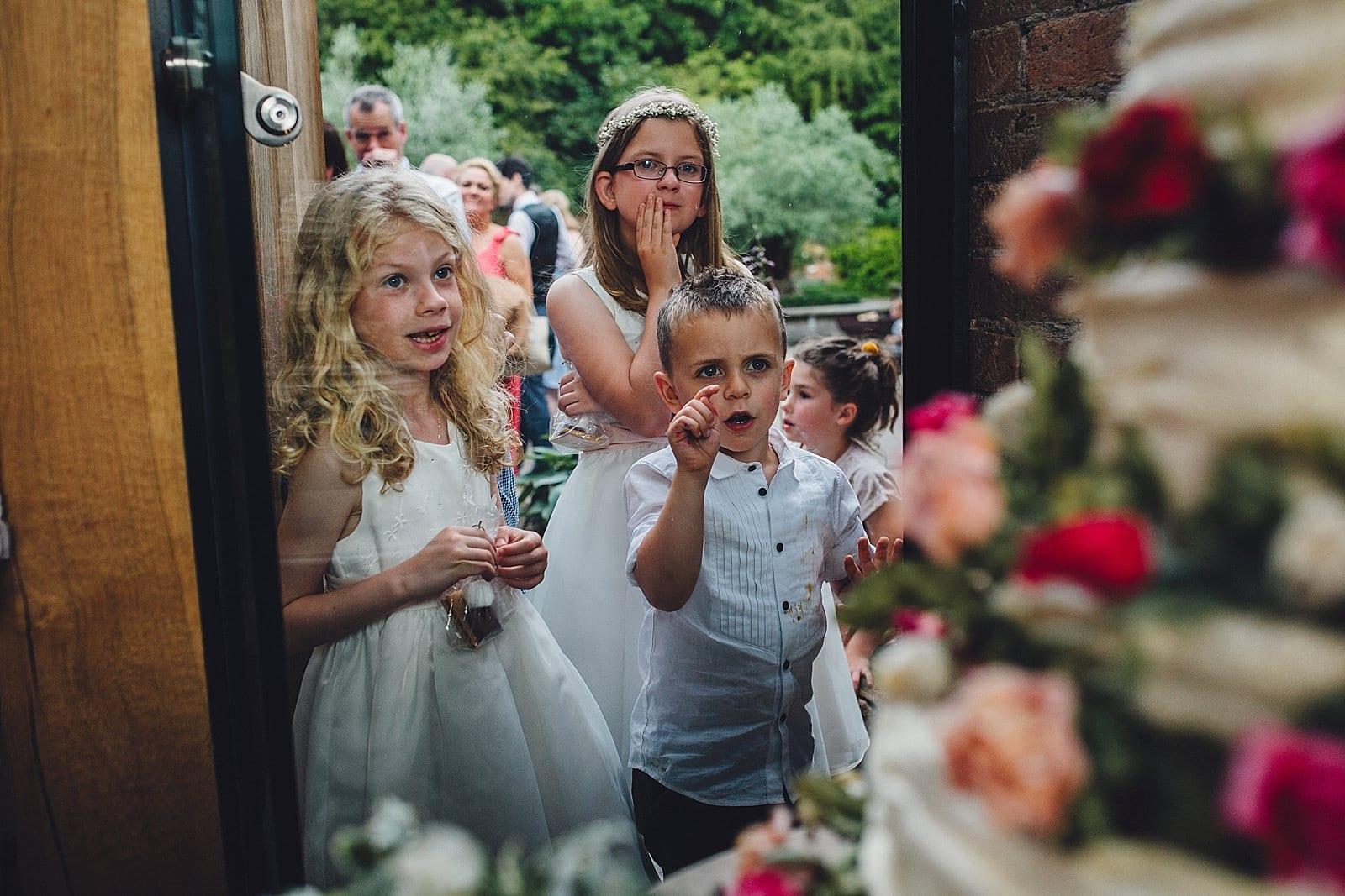 shustoke-barn-wedding-photography_0068